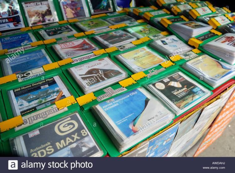 pirate-software-on-cd-and-dvd-at-a-stall-at-khaosan-road-bangkok-thailand-awdahj